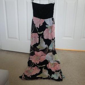 Like new Small Papaya tube top maxi dress